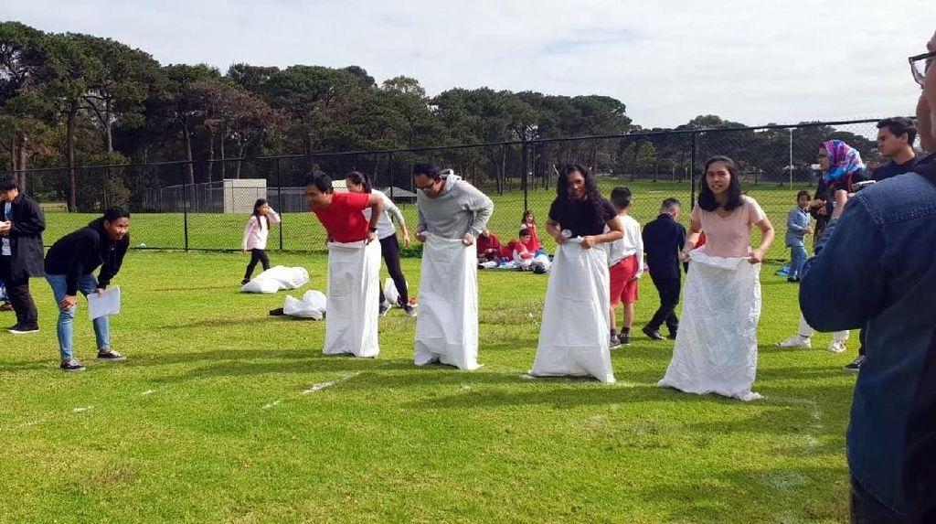 Lomba Tarik Tambang & Balap Karung yang Bikin Heboh Perth