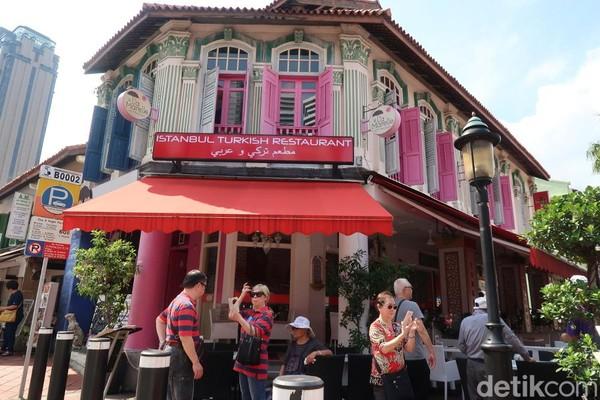 Kampong Glam menjadi wisata halal pertama dan yang terbesar di Singapura. Destinasi ini cocok bagi kamu yang ingin mengejar passion traveling atau wisata halal di Singapura. (Bonauli/detikTravel)