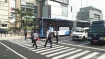 Video: Saat Anies Bantu Penyandang Disabilitas Menyeberang Jalan