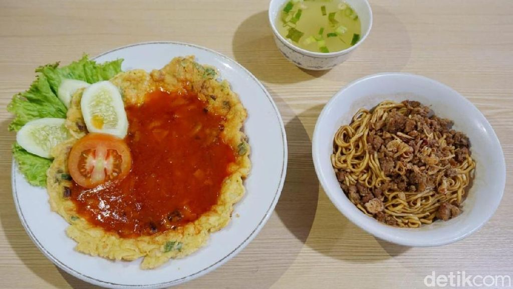 Nostalgia! Makan Mie Yamin Klasik dan Fuyunghai Legendaris