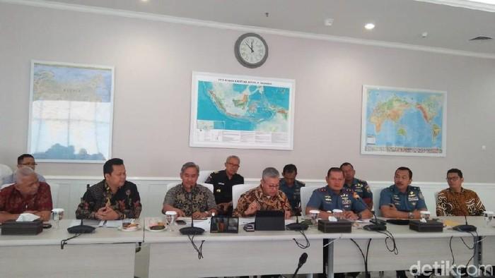 Foto: Konferensi pers pencurian hiu di Natuna (Azizah/detikcom)