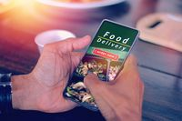 Di Malam Hari Semua Orang di Dunia TernyataPesan Makanan Pada Waktu Sama