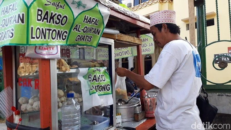 Di Surabaya, Ada Bakso Gratis Sepuasnya untuk Penghafal Alquran