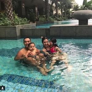 Foto Kolam Renang di Rumah Mewah 10 Artis Indonesia, Ada yang ala Waterbom