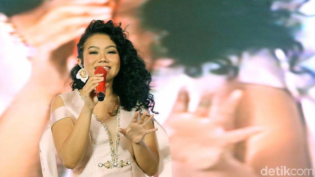 Cerita Kalimat Menenangkan Ibunda untuk Yura Yunita di Album ke-2