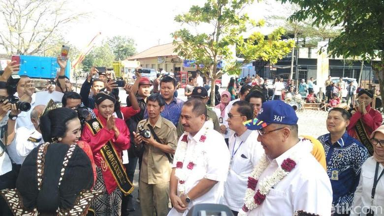 Menpar dan Mendes (bertopi) di dialog nasional Indonesia Maju, Gunungkidul (Usman/detikTravel)