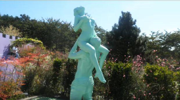 Patung erotis (AnaTeachers/Youtube)