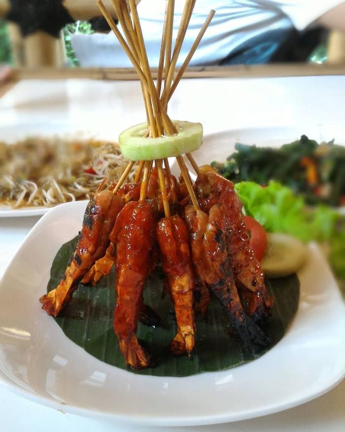 Udang termasuk seafood favorit, rasanya yang manis gurih dan bertekstur kenyal bikin banyak orang menyukainya. Salah satu olahan yang mantap adalah udang bakar madu, seperti yang satu ini. Foto : instagram @woro_hartanti