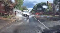 Cipratkan Genangan Air ke Pejalan Kaki, Sopir di Kanada Dipecat