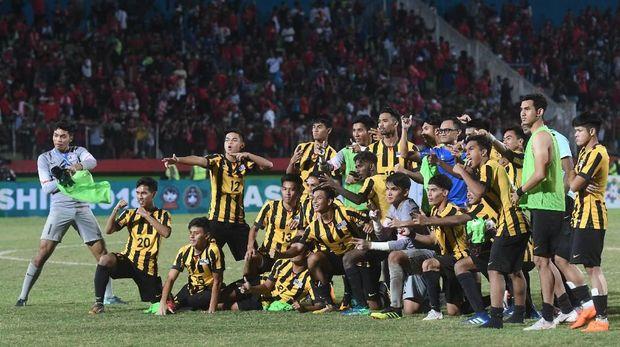 Timnas Indonesia U-19 kalah dari Malaysia di semifinal Piala AFF U-19. (