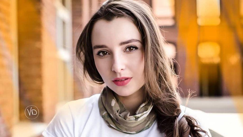 Fakta Mengejutkan di Balik Foto Wanita yang Disebut Tentara Tercantik