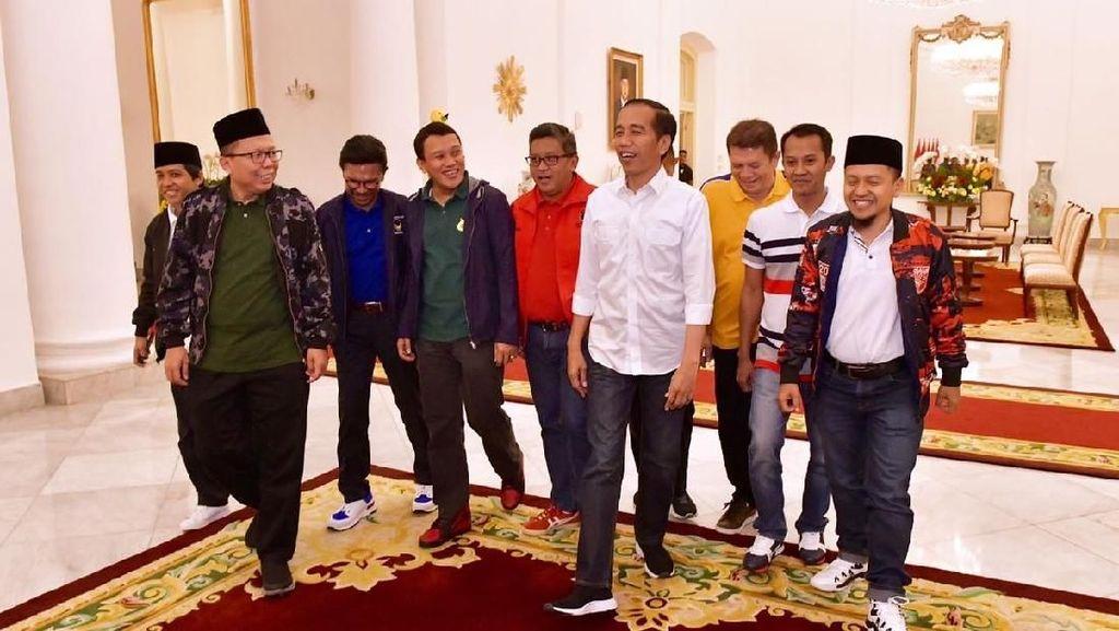 Jokowi Pakai Sneakers Lokal saat Bertemu 9 Sekjen Parpol, Ini Mereknya