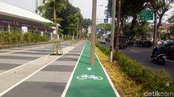 Jalur Sepeda Terhalang Tiang, Sandi: Yang Aneh Laporin Aja ke Socmed