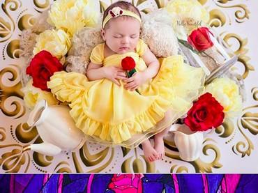 Saat bayi, Putri Belle hanya dikelilingi bunga mawar. Sekarang, di umur 1 tahun Putri Belle sudah ditemani Beast mini. (Foto: Instagram/ @bellybeautifulportrait)