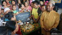 Pedagang Pasar Legi Solo Tumpengan Sambut Kelahiran Cucu Jokowi