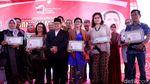Aksi Cak Imin Beri Penghargaan untuk Para Pejuang Kemanusiaan
