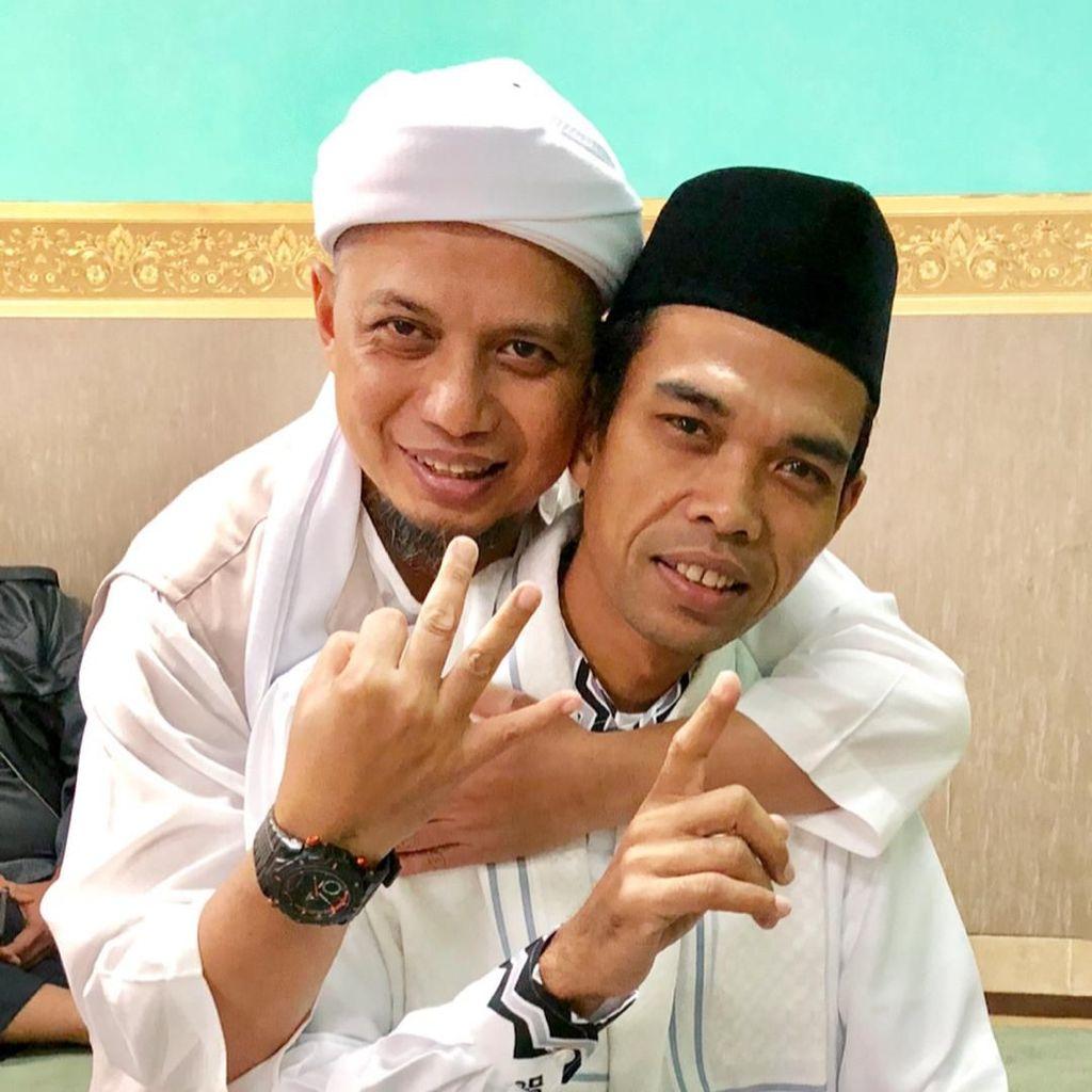 Disalatkan Subuh, Jenazah Ustaz Arifin Ilham Diterbangkan Pakai Jet