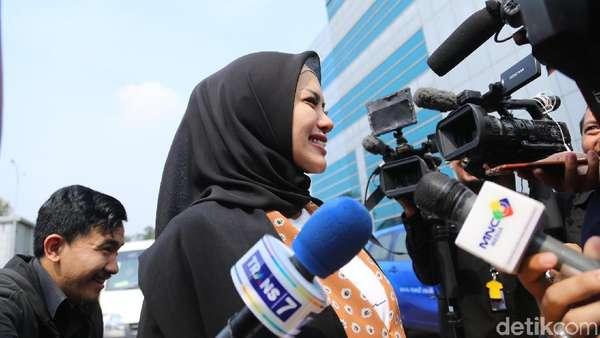 Wajah Bahagia Nikita Mirzani Jalani Sidang Itsbat Pertama