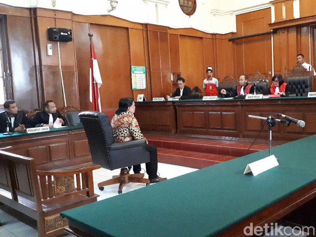 Video: Dimas Kanjeng Urung Pamer Kesaktian di Pengadilan