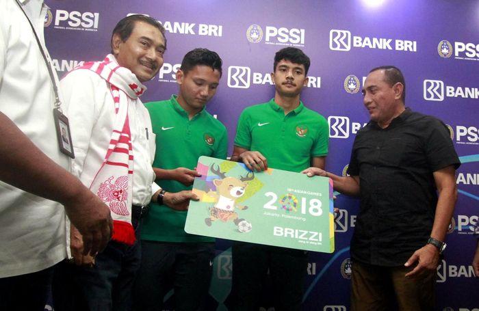 Hal itu dituangkan dengan adanya Perjanjian Kerja Sama (PKS) antara Bank BRI dengan Persatuan Sepak Bola Indonesia (PSSI). Penandatanganan dilakukan antara Direktur Utama Bank BRI Suprajarto dengan Ketua Umum PSSI Letjen TNI (Purn) Edy Rahmayadi di Kantor Pusat BRI, Jakarta, Rabu (1/8). Foto: dok. BRI