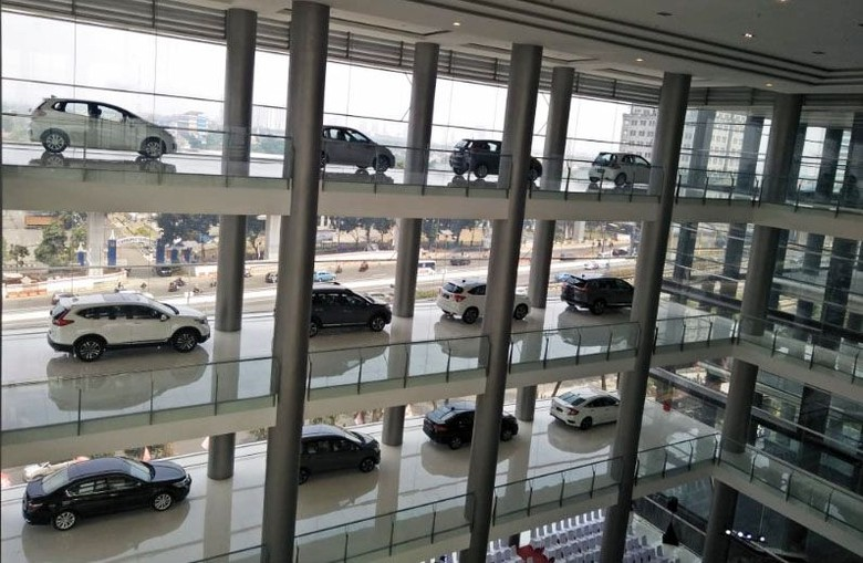 Honda kembali melebarkan jaringan penjualannya di Indonesia. Kali ini, PT HPM menggandeng PT Honda Nusantara MT Haryono untuk membuat diler mewah di Cawang, Jakarta.