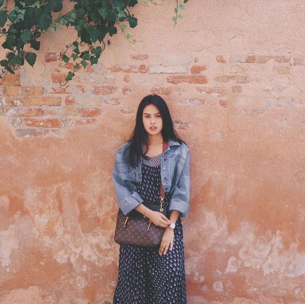 Foto di tembok polos saja, Maudy tetap terlihat cantik dan menawan. Traveler tentunya setuju kan? (@maudyayunda/Instagram)