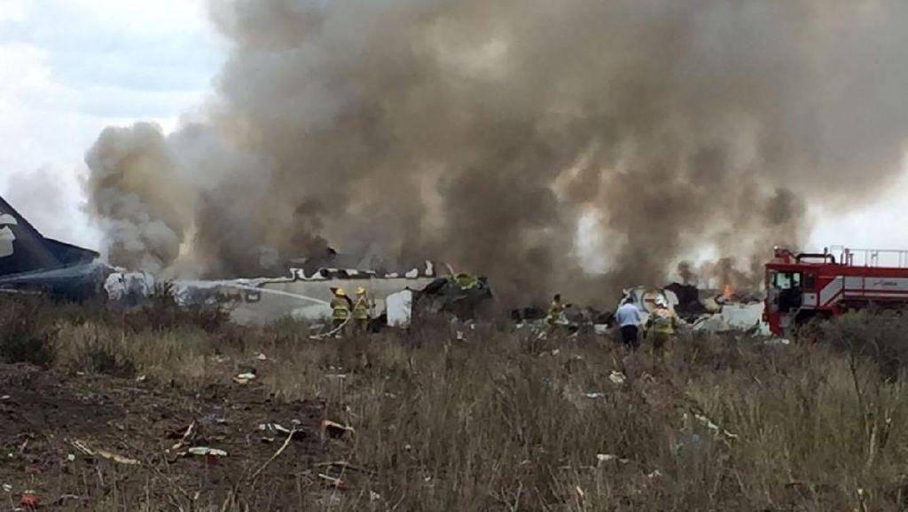Pesawat Meksiko Kecelakaan Saat Lepas Landas, 85 Orang Luka