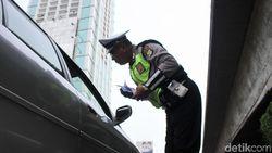 Pemobil di Tol Kuningan Diduga Pakai Pelat Palsu, Ngaku-ngaku Polisi