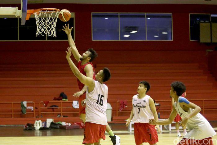 Persiapan menuju Asian Games 2018 terus dilakukan oleh Tim Nasional Basket Indonesia. Sejauh ini mereka sudah siap 99% untuk beraksi di ajang tersebut.