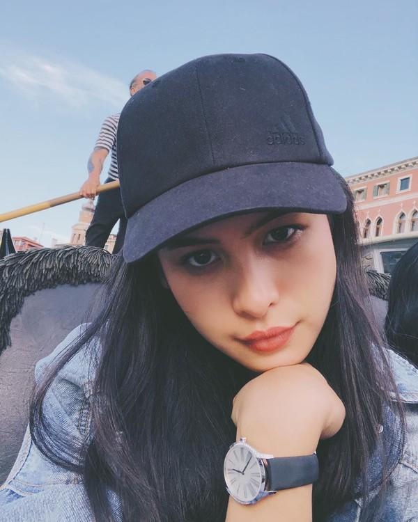 Melihat foto selfie Maudy di Italia membuktikan satu kesamaan. Baik Maudy maupun Italia, keduanya sama-sama indah dan cantik (@maudyayunda/Instagram)