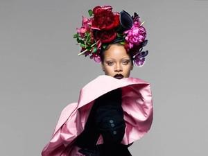 Rihanna Tampil Mengejutkan dengan Alis Segaris, Keren atau Aneh?