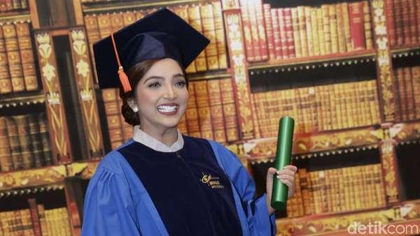 Selamat Ashanty Lulus S2, Sandang Gelar Magister Manajemen Bisnis