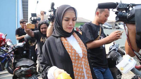Nikita Mirzani akan Cium Tangan Jika Dipo Latief Hadir Sidang