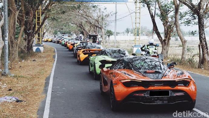 Total ada 14 mobil McLaren yang mengikuti touring. Ketua DPR Bambang Soesatyo dan Presiden McLaren Club Indonesia Ahmad Sahroni juga mengikuti touring. Foto: McLaren Club Indonesia