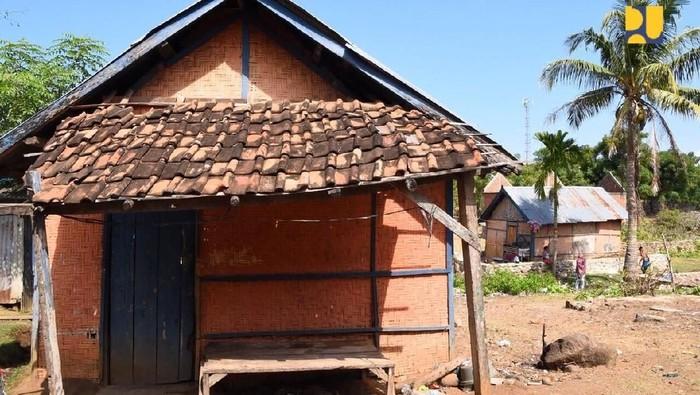 Kementerian PUPR membangung rumah khusus nelayan di NTB. Sebelum ada rumah khusus, nelayan tinggal di rumah gubuk yang reot. Yuk lihat foto-foto sebelum dan sesudah ada rumah khusus nelayan.