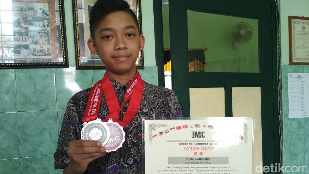 Hebat! Siswa SMP Magelang Raih Medali Lomba Matematika di Singapura