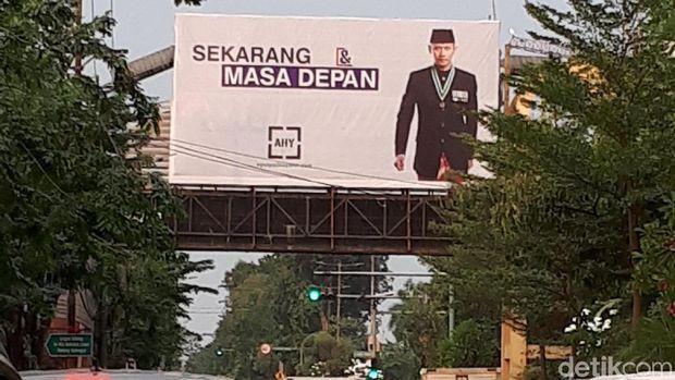 Baliho AHY Juga Hiasi Sudut Jalan di Surabaya
