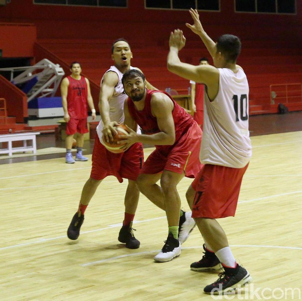 Rekan-rekan Jenaka Jadi Obat Jenuh Adhi Pratama di Timnas Basket