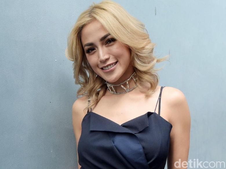 Pangku El Barack, Payudara Jessica Iskandar Bikin Salfok