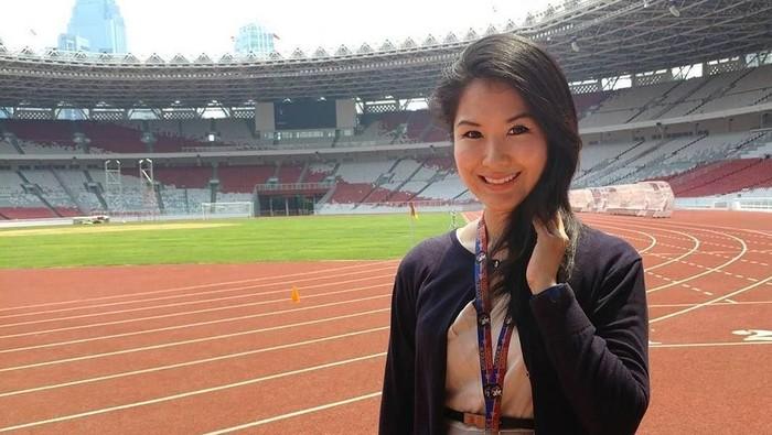 Liana Tasno manajer brand dan komunikasi PSSI ketika berada di kawasan Gelora Bung Karno, Jakarta Pusat.(Foto: Instagram/lianatasno)