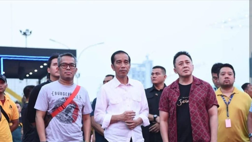 Harganya Rp 415.000, Ini Lho Sneakers Lokal yang Dipakai Jokowi