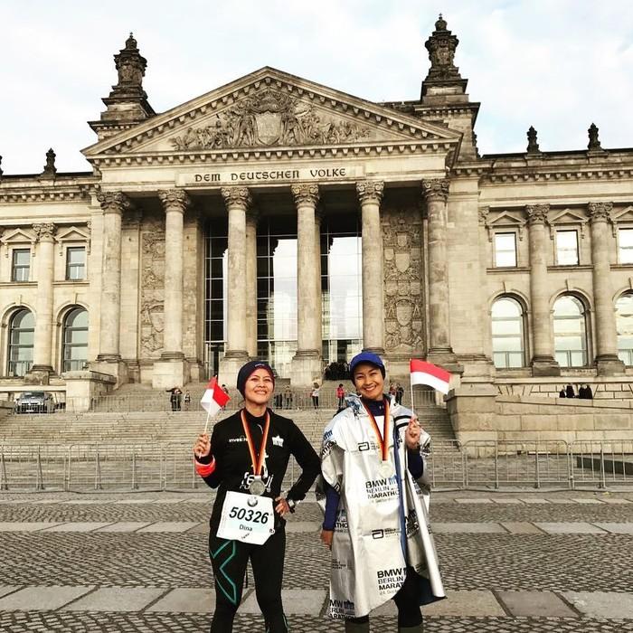 Untuk mengasah kemampuan berlarinya, ibu dari Namira Adjani ini kerap mengikuti marathon. Foto: Instagram/arohali