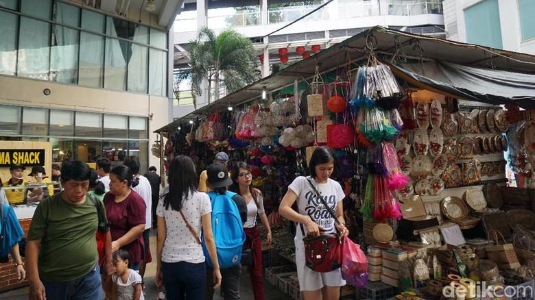 Berbelanja oleh-oleh di Lucky Chinatown (Syanti/detikTravel)