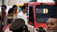 Jokowi yang Dibuat Penasaran oleh Mobil Desa