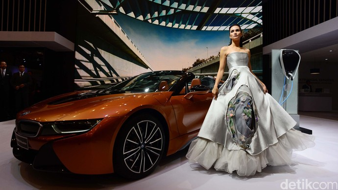 Si Seksi Seharga Rp 3,9 Miliar BMW i8 Roadster