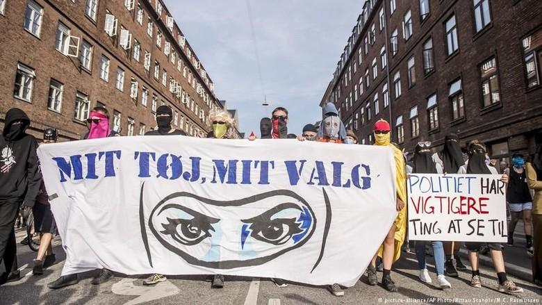Aktivis Protes Larangan Pemakaian Niqab dan Burqa di Denmark