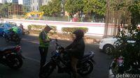 Sejam, Polisi Tilang 7 Pelanggar Ganjil-genap Jl HR Rasuna Said