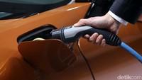 Jokowi Upayakan Industri Mobil Listrik Skala Besar Beroperasi di RI