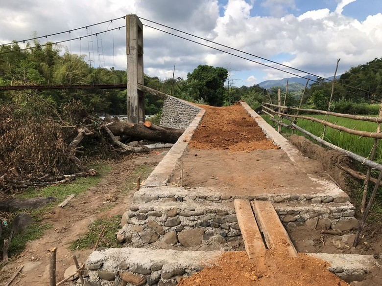 Senangnya Warga Perbaikan Jembatan Mangkrak Maros Hampir Rampung