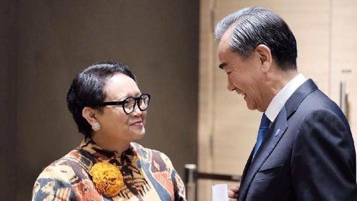 Menlu RI Retno dengan Menteri Luar Negeri Cina Wang Yi.